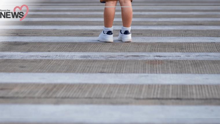 NEWS: พ่อแม่อย่าคลาดสายตา เด็กวิ่งข้ามถนนถูกรถชน โชคดีไม่เป็นอะไรมาก บาดเจ็บเล็กน้อย