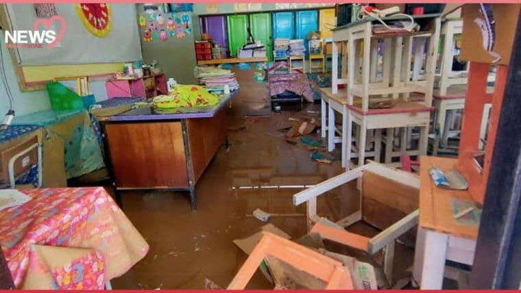 NEWS: น้ำป่าหลากท่วมโรงเรียนบ้านทับลานเสียหายหนัก ทั้งอุปกรณ์การเรียนและหนังสือ